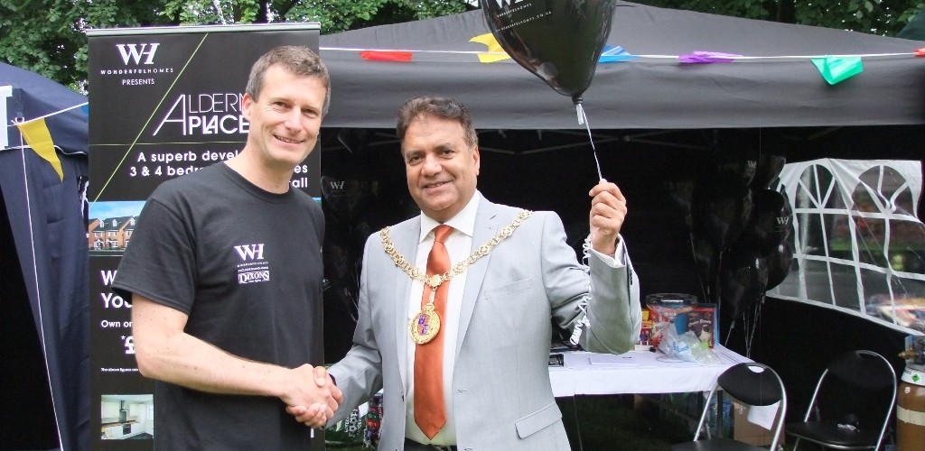 Wonderful Homes MD Andy Evans with Lord Mayor of Walsall, Cllr Mohammad Nazir